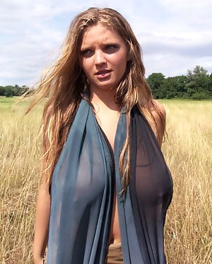 Big Boobs Outdoor Porn Pictures