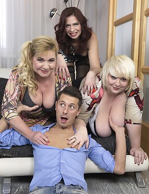 Big Boobs Reverse Gangbang Porn Pictures